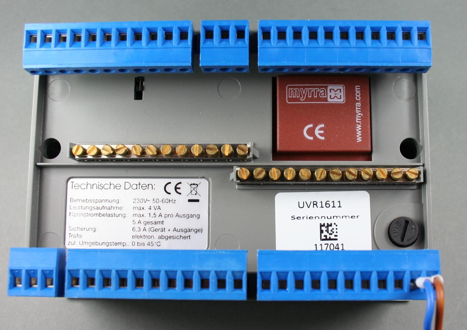 Massive Anschlussklemmen halten die Kabel von Sensoren und Regelkreisen fest im Griff.